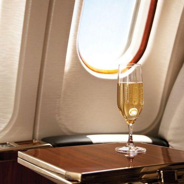 На борту разрешен алкоголь, соответствующий правилам провоза