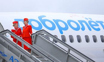 Самолет и стюардессы Добролета