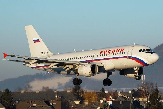 По какому времени летают самолёты в России