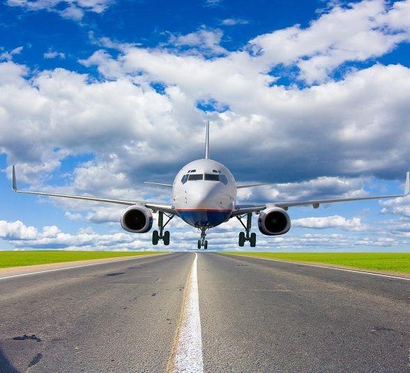 Самолет на взлётной полосе
