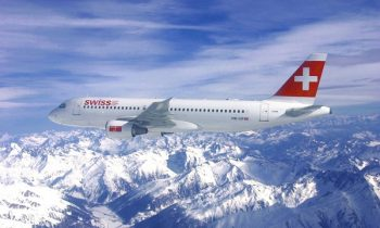 Самолет с символикой швейцарских авиалиний