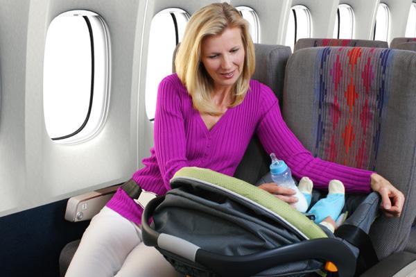 Ребенок в автокресле на борту
