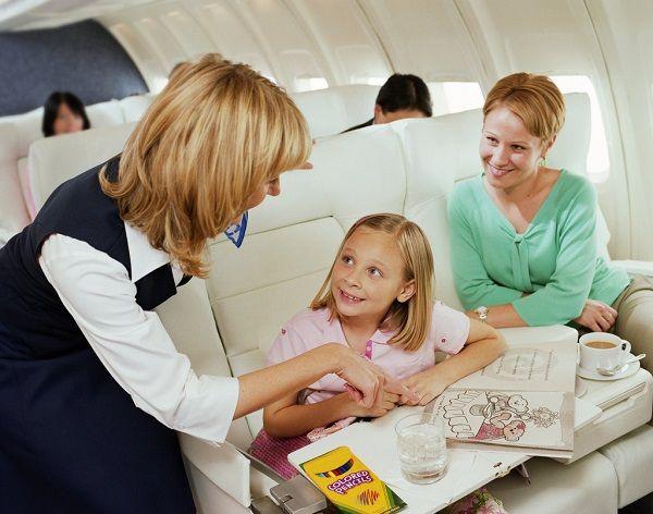 Бортпроводники найдут, чем занять детей во время полета