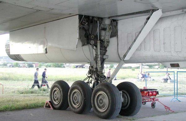 Стойка шасси самолёта