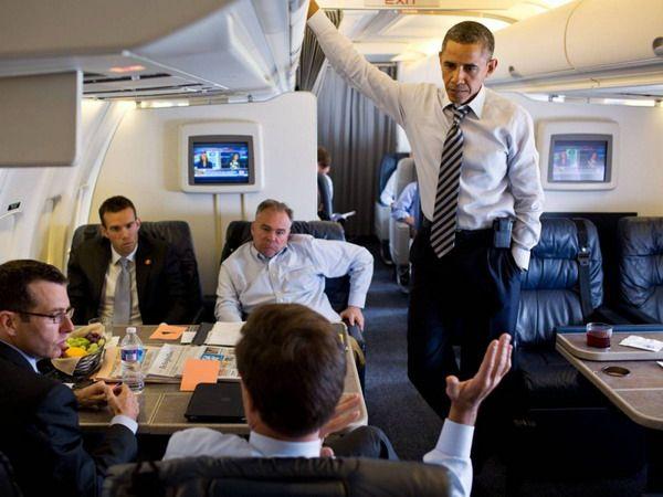 Б, Обама на борту