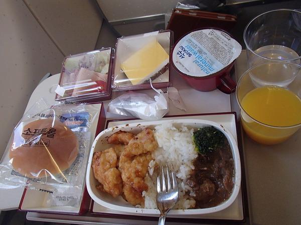 Питание на борту самолета авиалинии АзианаЭйрлайнс