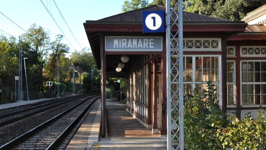 ЖД станция возле аэропорта Римини