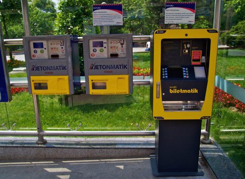 Билетные автоматы на остановках Стамбула