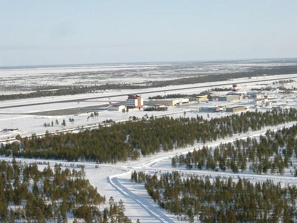 Панорама аэропорта, автомобильная дорога