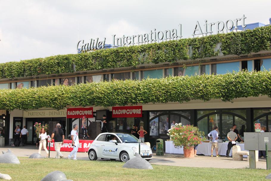 Здание аэропорта Пизы