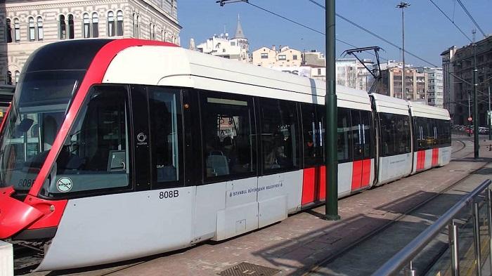 Современный трамвай Стамбула