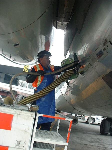 Так обслуживается канализационная система в аэропорту Мехико