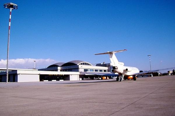 Самолет в аэропорту Римини