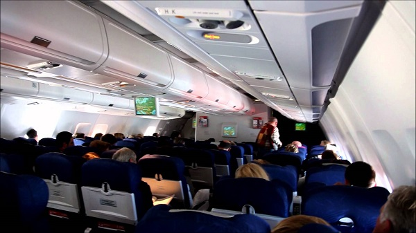 Комфортабельный салон самолёта немецкой компании «Air Berlin»
