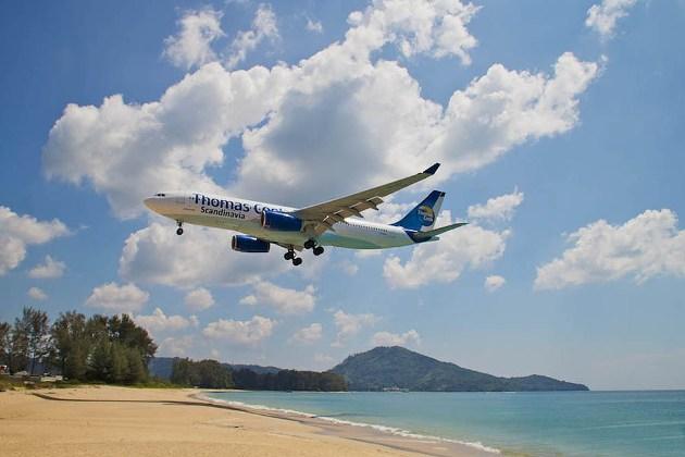 Пляж, где рядом садятся самолеты