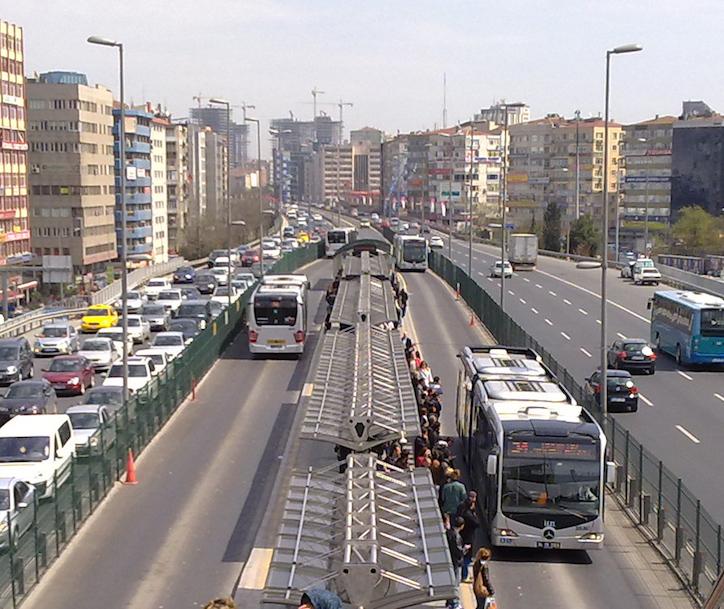 Метробус Стамбула