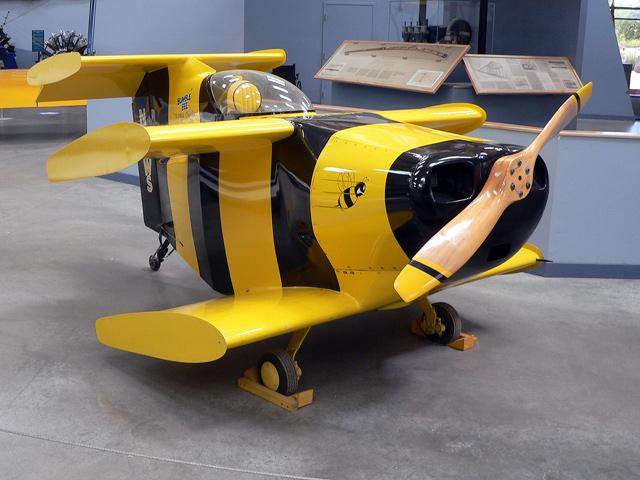 Модель самолета Bumble Bee