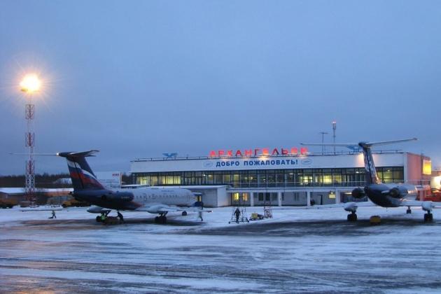 Аэропорт принимает регулярные и чартерные рейсы