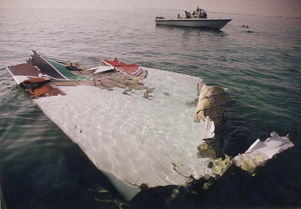 При неудачной посадке на воду самолет разрушается