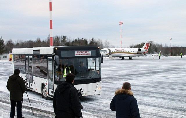С 2012 г. добраться до города можно на автобусе