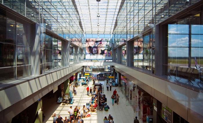 Аэропорт Жуляны, вид изнутри