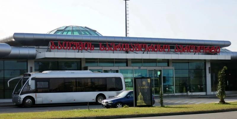 Автобусы курсируют между аэропортом и Батуми