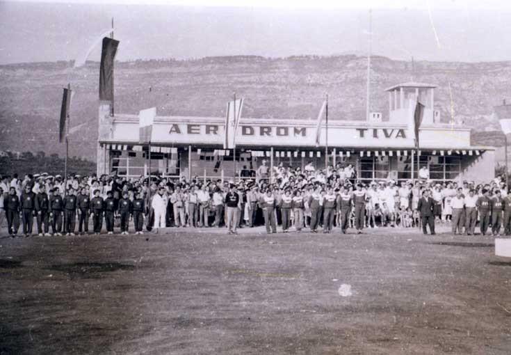 Первый самолет в аэропорту Тиват