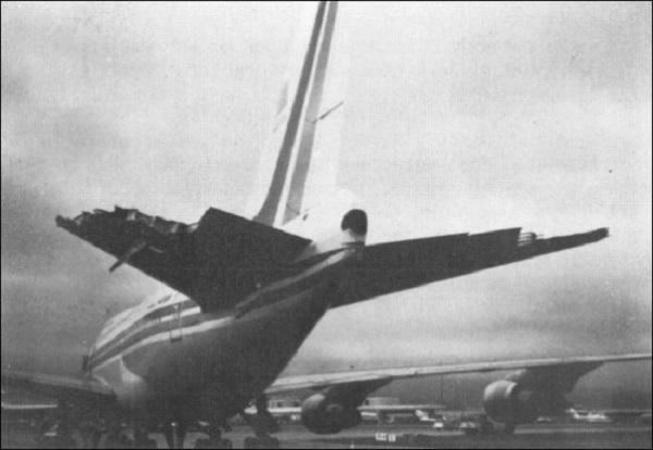 Поврежденный в пике хвост Boeing 747 SP-09