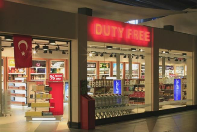 Витрины магазинов беспошлинной торговли на аэровокзале