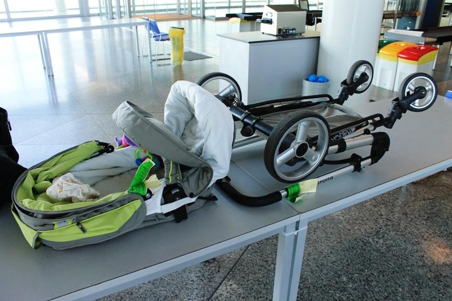 Детскую коляску можно бесплатно сдать в багаж