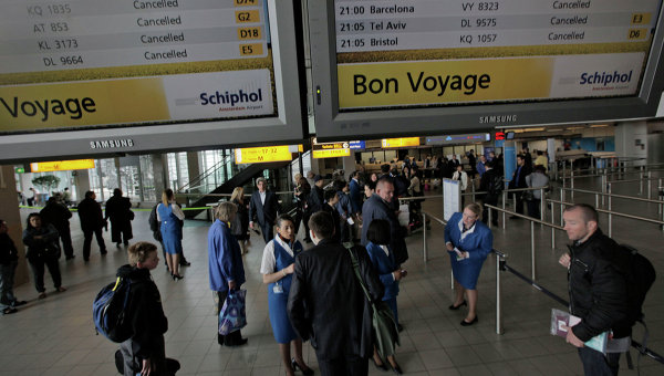 Под онлайн-табло в аэропорту