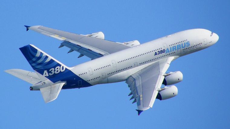 Самолеты Эйрбас А380 – самые крупные пассажирские лайнеры