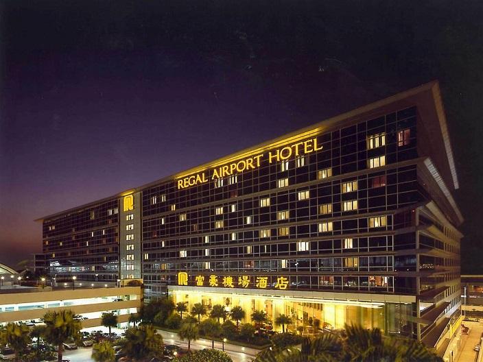 При аэропорте расположен удобный отель