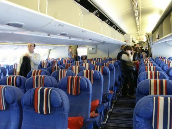 В салоне Boeing 777-200