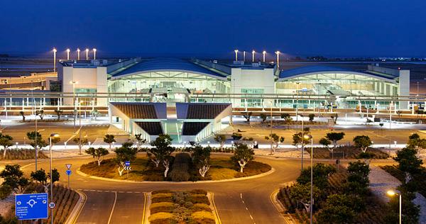 Ночной аэропорт Элефтериос Венизелос