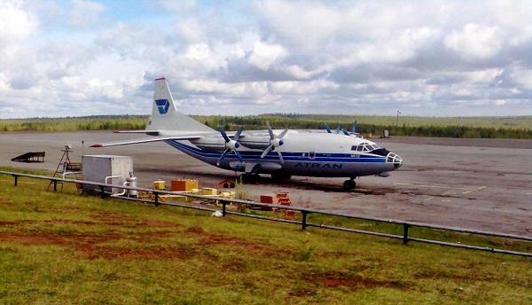 Обслуживание самолета на территории аэровокзала Усть-Кут