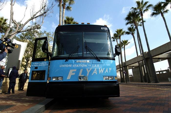 Автобус LAX FlyAway Buses, курсирующий на территории воздушного порта