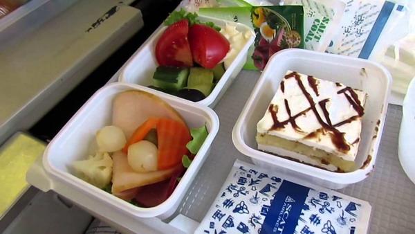 Чем кормят на борту самолетов авиакомпании Скат