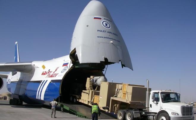 Погрузка больших грузов на борт самолета авиакомпании Полет