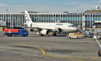 Самолет авиакомпании Aegean Airlines перед терминалом аэропорта