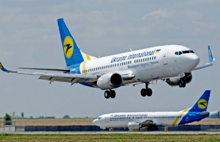Самолет авиакомпании Ukraine International Airlines