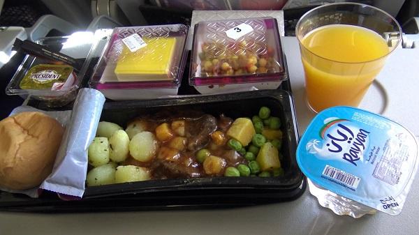 Чем кормят на борту самолетов авиакомпании Катар