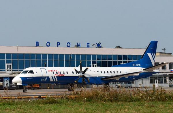 Самолет авиакомпании Полет в базовом аэропорту Чертовицкое