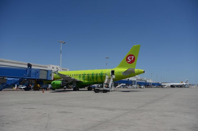 Самолет российской авиалинии S7 в аэропорту Афин