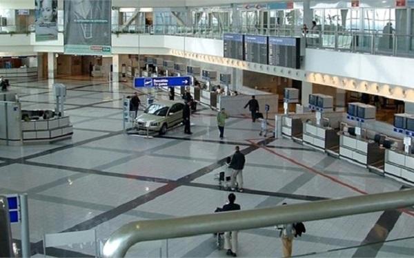 Внутри пассажирского терминала аэропорта