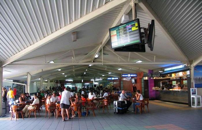 Внутри пассажирского терминала