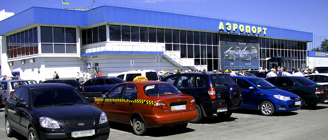 Вид стоянки возле аэропорта