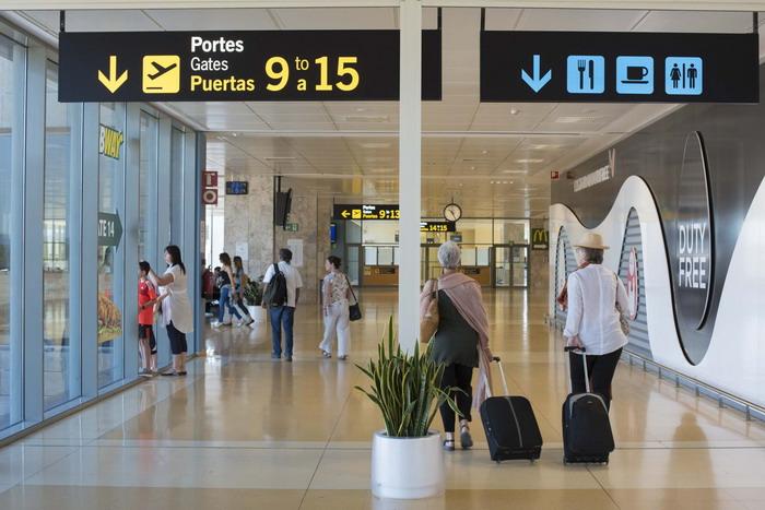 Как выглядит аэропорт Жерона внутри здания