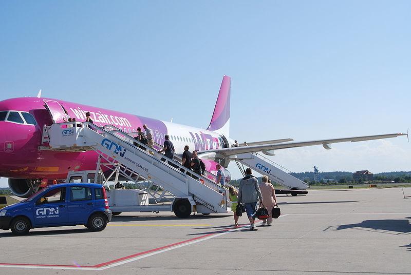 Самолет лоукостера Wizz Air