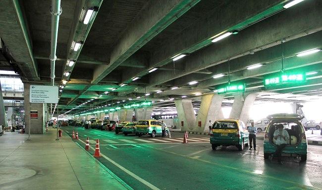Стоянка такси в аэропорту Бангкока